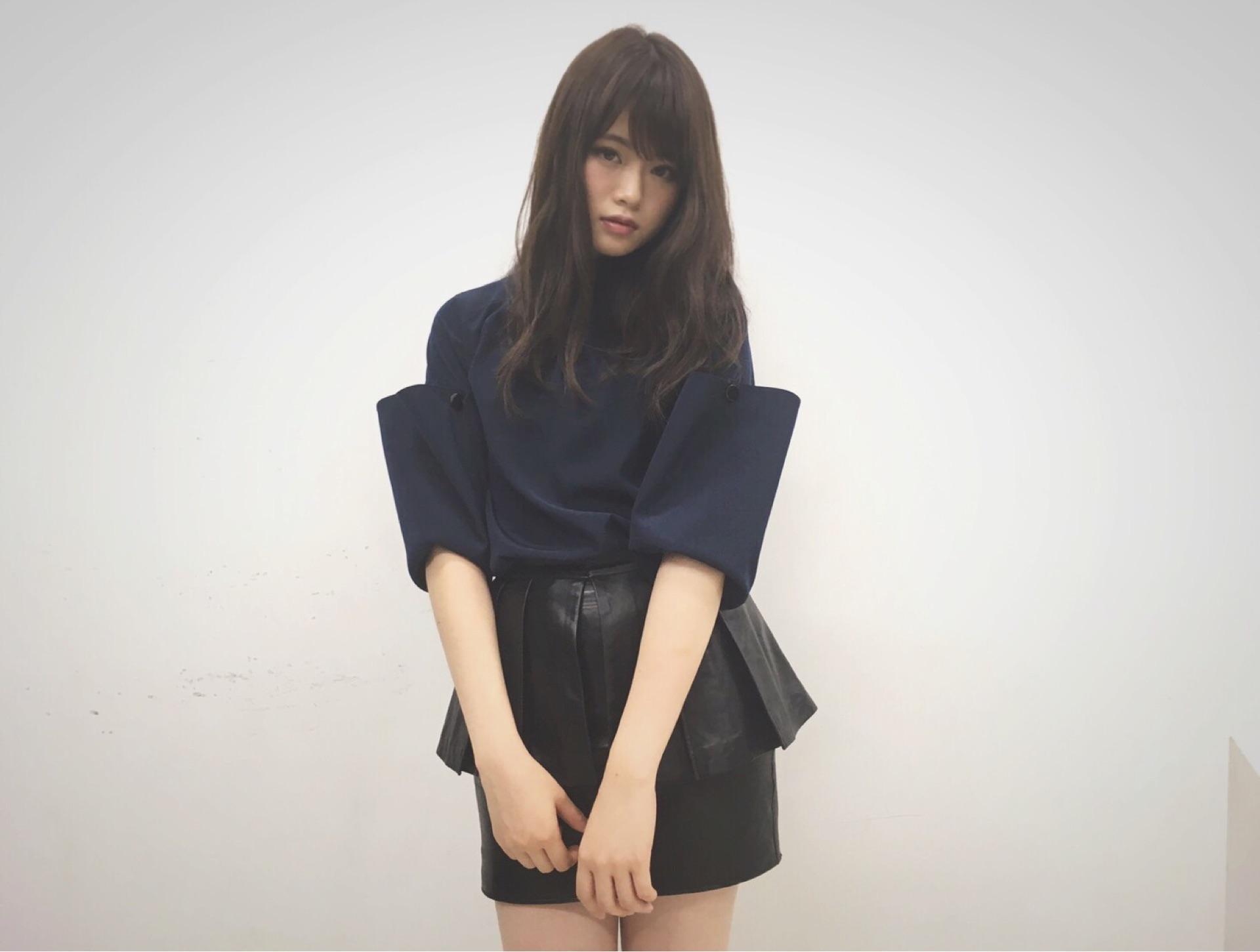 洋服が素敵な山崎怜奈さん