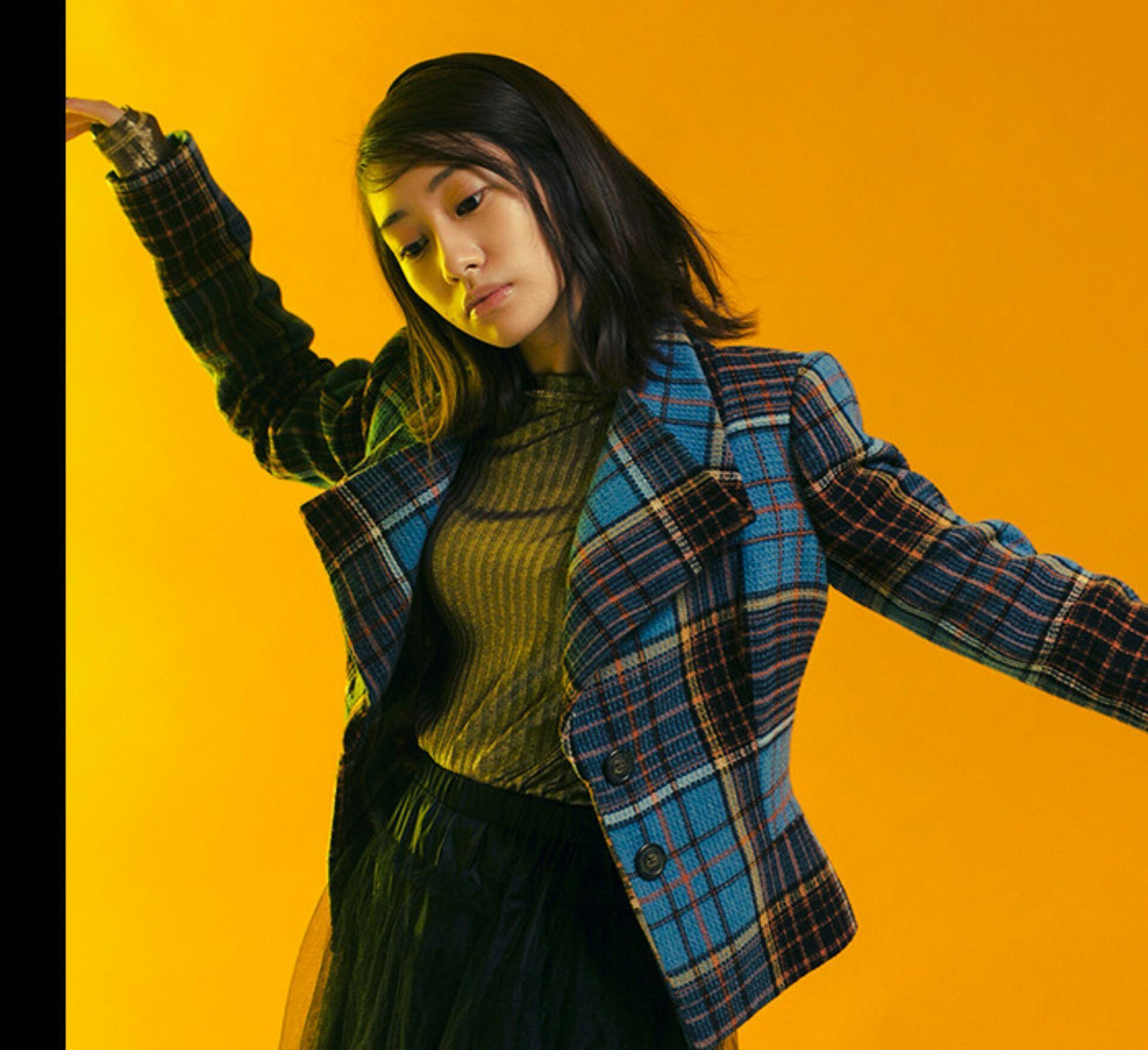 チェックのジャケットがカッコイイ桜井玲香(乃木坂46)の私服の画像です。